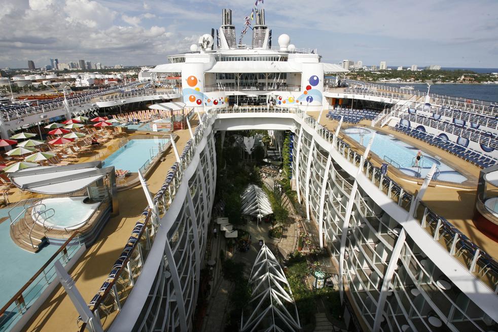 Oasis of the seas ( оазис морей) - первое круизное судно класса oasis, ставшее на момент постройки самым большим